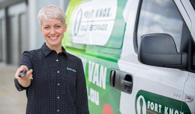 Fort Knox storage expert handing over van keys next to free move in van.
